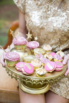 Pink/gold cupcakes and macarons with gold stars. Creme Delicat.