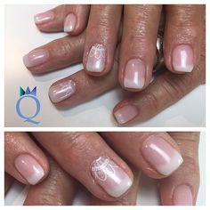 #shortnails #coffinnails #ballerina #shape #pinkandwhite #stamping #glimmer #nails #gelnails #kurzenägel #ballerina #form #french #stempel #glitter #nägel #gelnägel #nailqueen_janine #nagelstudio #möhlin