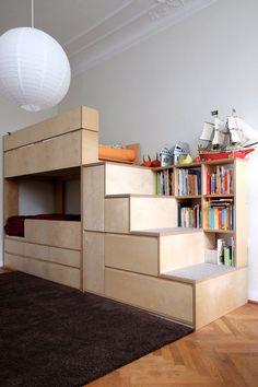 Kinderzimmermöbel: Etagenbett / Stockbett mit Treppe und Stauraum. Sperrholz / Multiplex Birke & Filz. - children's room furniture: bunk bed with storage stairs & bookshelves. birch plywood & felt. design by Kai Uetrecht: