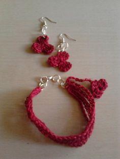 Pulsera a crochet paso a paso en el color del año, el marsala