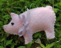 Pig ornaments-felt-Handmade Felt country pig-set of 3 ornament-bowl fillers-country decor-farm animals-Christmas ornaments-felt ornaments