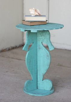 Love this seahorse table.