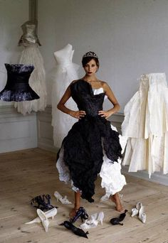 Next in line for paper fashion creations in the wonderful Paper book is Danish fashion designer Violise Lunn . Lunn's studio is bur. Paper Clothes, Paper Dresses, Paper Shoes, Recycled Dress, Danish Fashion, Paper Fashion, Recycled Fashion, Fashion Show, Fashion Design