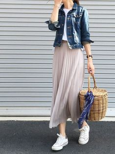 We are inspired by this casual outfit! It's relaxed and very feminine at the same time. Check out our blog for more pleat inspiration! Check out our store to treat yourself to something pleated :) casual outfit, pleats, pleated skirt, pink skirt, beige skirt, designer skirt, maxi skirt, skirt and sneakers