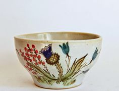 Favourite above all of the later designs proved to be the Thistle pattern (never officially named) comprising a semi-stylised grouping featuring a thistle, heather, and bluebells, all on a sky blue background. This was hugely popular both at home and overseas, and was in great demand from countries with large populations of expatriate Scots