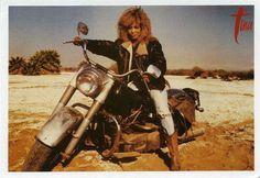 Tina Turner on a motorcycle Scooters, Tina Turner Proud Mary, Harley Davidson, Motos Vintage, Female Motorcycle Riders, Motorcycle Art, Lady Biker, Poses, Bike Design