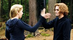 Jackson and Nikki - fight training - Eclipse Jasper Twilight, The Twilight Saga Eclipse, Twilight 2008, Twilight Cast, Twilight Series, Twilight Movie, Twilight Poster, Rosalie Hale, Jackson Rathbone