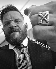 Rounded collar on the Dunkirk suit- I 💖it! Ex Husbands, To My Future Husband, Top Hollywood Movies, Hollywood Stars, Dunkirk Premiere, Tom Hardy Hot, My Tom, Star Wars, Thing 1