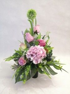 Ikebana, Funeral, Diy And Crafts, Glass Vase, Floral Wreath, Wreaths, Home Decor, Homemade Home Decor, Door Wreaths