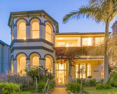 Admiral Collingwood Lodge Sydney This heritage-listed Victorian mansion is set on lovely, landscaped gardens and offers free WiFi, an outdoor dining area and BBQ facilities. It features top floor rooms offering glimpses of Sydney Harbour and Sydney's city skyline.