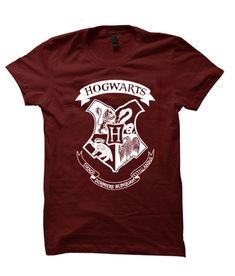 HOGWARTS Harry Potter – Christmas awesome T Shirt Harry Potter Navidad, Harry Potter Christmas, Grey And White, Cool T Shirts, Hogwarts, My Style, Awesome, Prints, Mens Tops