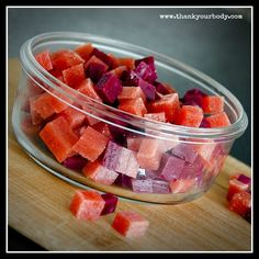Easy, healthy homemade fruit snacks! (and no impossibletopronounce chemicals necessary!) :)  I will be making these!