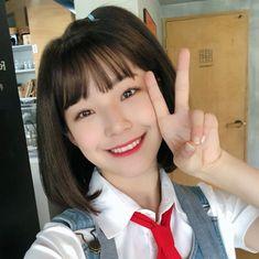 Ulzzang Korean Girl, Cute Korean Girl, Korean Girl Groups, Sketch Poses, Brown Eyed Girls, Cute Poses, Girl Short Hair, Just Girl Things, I Love Girls