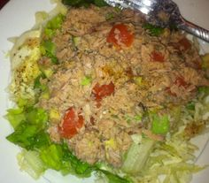 194 calories  1 can of tuna in water  Tomato and hass avocado  Lettuce and cabbage  Dressing rice vinager with Mrs Dash!