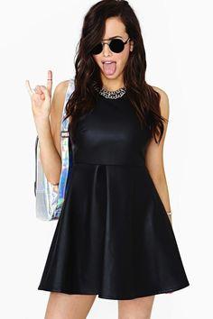 Khloe Kardashian- Trend Spotting: Wearing Leather in the Summer 49