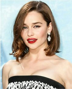 Love this new look for Emilia Clarke