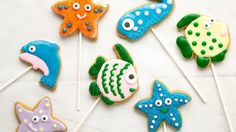 Looking for a fun dessert to please your guests? Then check out these fish cookie pops made with Betty Crocker® peanut butter cookie mix and decorating gel.