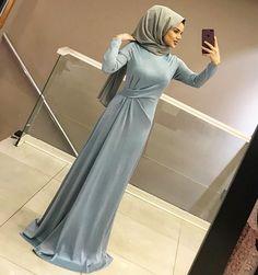 """Instagram'da ALEMDAĞ CADDESİ NO:72 ÜMRANİYE: """"YİNE EFFSANE BİR ELBİSEYLE KARŞINIZDAYIZ 😍 150₺ 36-42"""" Hijab Evening Dress, Hijab Dress Party, Hijab Style Dress, Evening Dresses, Abaya Fashion, Muslim Fashion, Modest Fashion, Fashion Dresses, Simple Dresses"""