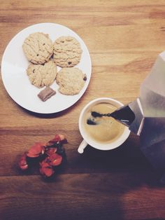 Coffe + cookies + chocolate. Happy Breakfast! @sther_re