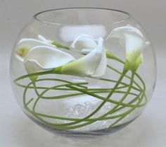 Calla lily in fish bowl vase Fish Bowl Centerpiece Wedding, Fishbowl Centerpiece, Calla Lily Centerpieces, Wedding Table Centerpieces, Centrepieces, Centerpiece Ideas, Bowl Centerpieces, Wedding Decoration, Fish Bowl Vases