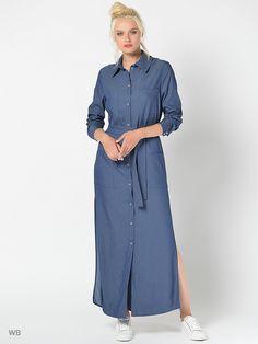 Длинное платье-рубашка, выполненная из тонкой джинсы. Спереди застежка на пуговицы и накладные карманы. В комплекте пояс.