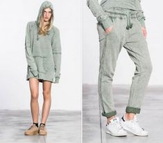 Sweatshirt or 👗 dress? A beautiful green sweatshirt with ❇ glittering details. Available as sweatpants, too!