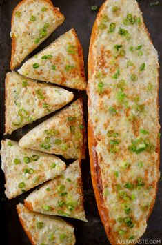 A surprising addition makes this recipe for Secret Ingredient Cheesy Garlic Bread the best loaf to ever hit your lips! Garlic Recipes, Bread Recipes, Snack Recipes, Cooking Recipes, Snacks, Pretzel Roll Recipe, Cheesy Garlic Bread, Cheesy Knoflookbrood, Game Day Food