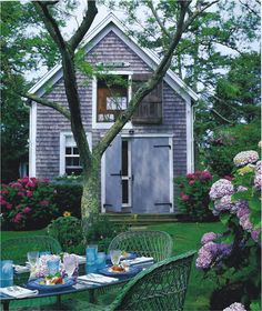 Al fresco in a Nantucket garden