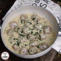 Húsgolyók sajtos-tejszínes mártásban Gyors, egyszerű, fűszeres, krémes, szuper! :)