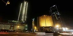 Proyek Properti Bisa Hemat 150 Ribu Watt Listrik di Earth Hour | 31/03/2015 | JAKARTA, KOMPAS.com - Tahun ini kampaye Earth Hour 2015 sudah dilaksanakan, Sabtu (28/3/2015) lalu. Beberapa proyek properti masuk dalam bagian kampanye tersebut. Presiden Director Synthesis Development, ... http://propertidata.com/berita/proyek-properti-bisa-hemat-150-ribu-watt-listrik-di-earth-hour/ #properti #jakarta #proyek #tangerang #bali #kemang