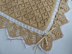 Delicadezas en crochet Gabriela: Mantilla dos agujas y decoración de puntilla en crochet