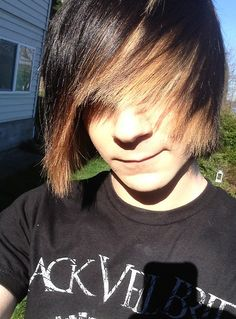 2014 Long Emo Hairstyle for Emo Guys