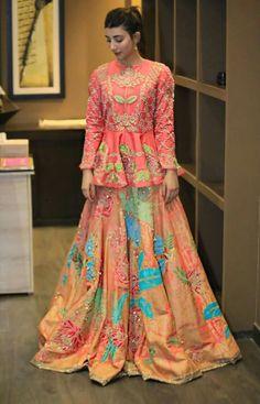 57 Ideas Dress Velvet Fashion For 2019 Pakistani Wedding Outfits, Pakistani Dresses, Indian Dresses, Pakistani Dramas, Indian Suits, Bridal Outfits, Red Lehenga, Lehenga Choli, Anarkali