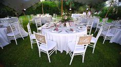 Bitte an den Tisch!  #hochzeitaufmallorca #andersheiraten #weddingdecoration #frankiesunshine #food #hochzeitsessen #aufmallorca #weddingplanner #frankiesunshine