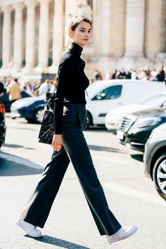 French model Ophelie Guillermand's timeless and elegant sense of style continues to get her noticed on the streets during Fashion Week. Estilo Fashion, Look Fashion, Ideias Fashion, Winter Fashion, Fashion Outfits, Womens Fashion, Petite Fashion, Sneakers Fashion, Fashion Tips