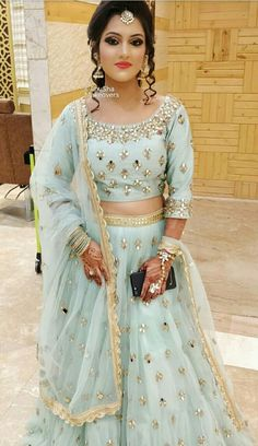 Pin By Silvia Totis On Bollywood In 2019 Indian Wedding Lehenga Indian Wedding Lehenga, Designer Bridal Lehenga, Bridal Lehenga Choli, Ghagra Choli, Sharara, Indian Bridal, Indian Gowns Dresses, Indian Outfits, Bridal Outfits