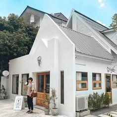 Cafe Interior Design, Cafe Design, News Cafe, Cafe House, Minimal Home, Coffee Shop Design, Garden Studio, Cafe Shop, Parking Design