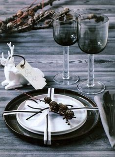 Black And White Style For Christmas Celebration With Rustic Christmas Table Setting Which Has Plates Glass Deer Ornaments As Decoration Photograph Inspiring Rustic Table Setting for Christmas Celebration Wallpaper Dining Room Image. Home Interior Design Noel Christmas, Christmas Countdown, Rustic Christmas, White Christmas, Christmas Place, Beautiful Christmas, Christmas Wedding, Vintage Christmas, Scandinavian Christmas Decorations