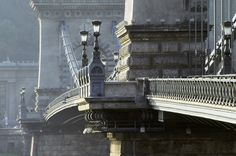 Lanc Hid - the Chain Bridge - in the clear light of a spring morning.
