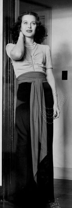 Hedy Lamarr.....Uploaded By  www.1stand2ndtimearound.etsy.com