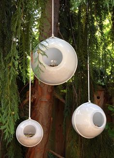 Globe bird feeder - reuse those ugly light globes and turn them into chic bird feeders.