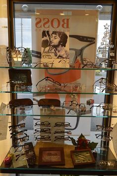 ☆クラシカルメガネ☆ 今静かなブームとなっている クラシカルメガネ、レトロ&モダン! なデザインが人気のポイントです。 写真はジョンレノンのメガネです。 どうです?カッコイイ!と思いませんか?! メガネ1番ではこんな素敵なクラシカルメガネ を多数品揃え! 是非ご来店下さい!