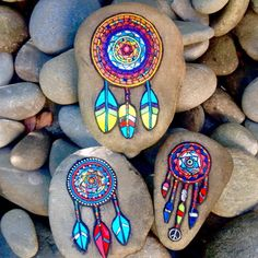 Piedras  pintadas Dot Art Painting, Pebble Painting, Pebble Art, Stone Painting, Painted Rocks Craft, Hand Painted Rocks, Rock Painting Ideas Easy, Rock Painting Designs, Mosaic Garden Art