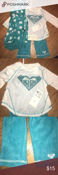 Roxy Girl 3pc Set NEW with tags This adorable real three piece set includes a soft fleece hooded vest, long sleeve white shirt, and matching teal fleece pants. Tags still on as this set is never worn. Roxy Matching Sets