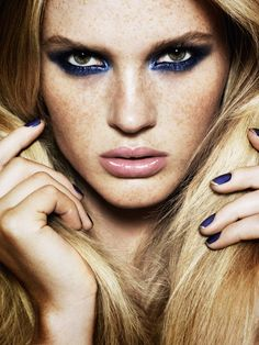 Lancôme's Aaron De Mey a wonderful makeup artist is labeled as a genius by Elle Magazine. Stunning dark blue eyeshadow makeup look. Glam Makeup, Makeup Tips, Beauty Makeup, Eye Makeup, Hair Makeup, Hair Beauty, Gypsy Makeup, Vogue Makeup, Freckles Makeup