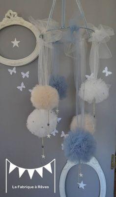 Mobile suspension pompons de tulle beige gris blanc étoiles décoration chambre enfant bébé fille garçon décoration mixte mariage baptême com...