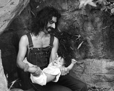 Frank Zappa with his daughtr Moon Unit, Laurel Canyon, 1968. (Michael Ochs Archive/Getty Images/Rolling Stone)