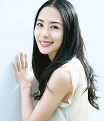 深津絵里 私服 - Google 検索 Japanese Icon, Japanese Beauty, Asian Beauty, Beautiful Actresses, Dark Hair, My Hair, Cool Girl, Makeup Looks, Hair Beauty