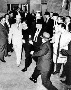 John F. Kennedy fue asesinado hace 50 años - 20minutos.com www.20minutos.com944 × 1195Buscar por imagen Guillermo Mariotto VESTIDOS - Buscar con Google