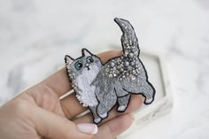 Hand Embroidery Patterns Free, Beaded Embroidery, Bead Jewellery, Beaded Jewelry, Diy Bridal Hair, Beaded Brooch, Brooches Handmade, Pin And Patches, Handmade Decorations